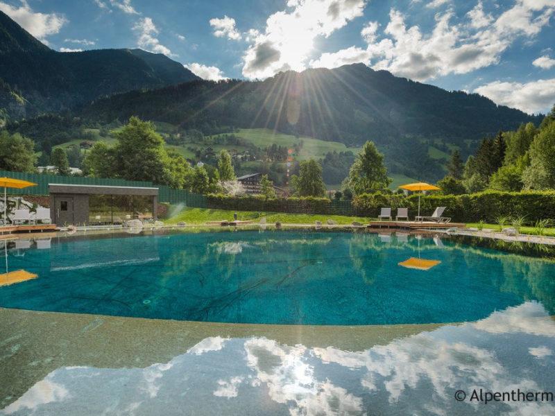 Kristallklares Wasser, atemberaubendes Bergpanorama, Entspannung und Action