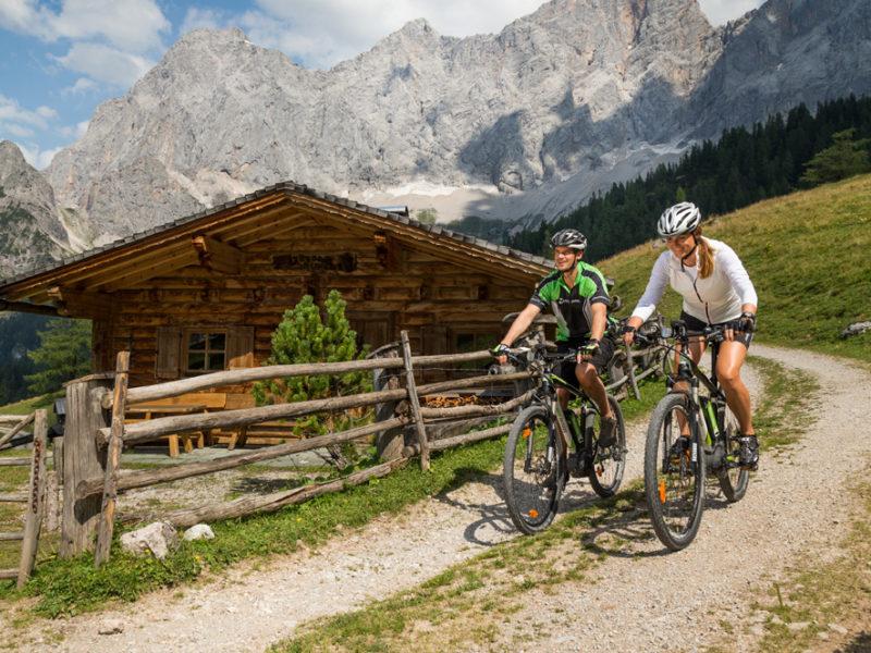 Gute Luft, klare Bergseen, Abenteuer & Sport – mit dem E-Bike durch Schladming Dachstein
