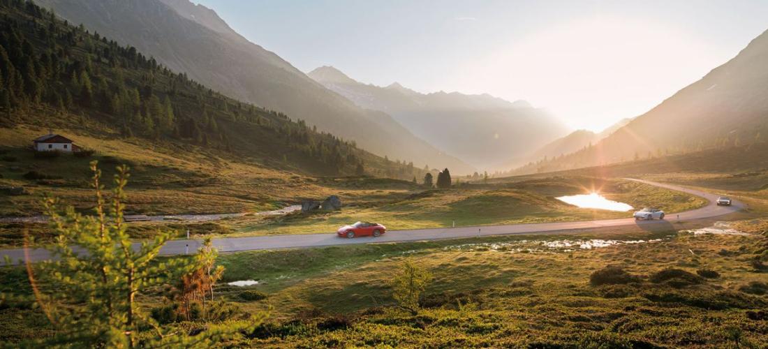 Im Porsche Cabrio unterwegs auf den schönsten Alpenpässen